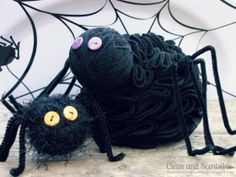 Boo-tiful Ruffled Spiders are such fun Halloween crafts!
