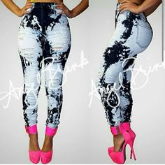 .printed.  cut.  Fitted.. fitted is exactly what I needs! Big hips. Small waist!