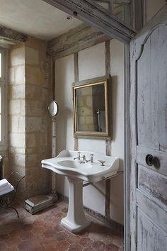 Rustic Pedestal Sink : rustic bathroom, gorgeous pedestal sink, stone walls More