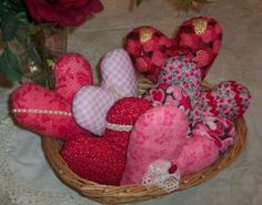 Basket Full of Love - This project tutorial will walk you through the steps needed to sew a bunch of stuffed fabric hearts.