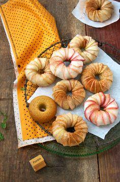 Pumpkin cake apple turban - Lemon Fire Brigade. Looks both super yummy and super cute!
