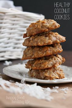 Healthy Coconut Cookies. A simply yummy cookies with ingredients you can trust! www.happyfoodhealthylife.com