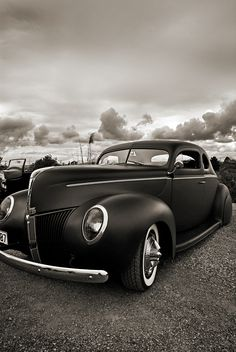 Love the curves on this car!!! classic car