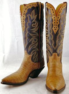 Paul Bond Boot - A custom catalog style 34A, 'The White River' with a custom made custom with bull hide to also be known as 'The Dirk Lavigne' as shown.