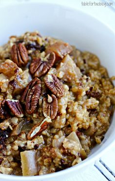 Slow Cooker Apple Cinnamon Oatmeal by bakedbyrachel via tablefortwo: Throw the ingredients in your slow cooker before bed and you'll have warm overnight apple cinnamon oats ready when you wake up. #Oatmeal #Apple #Overnight #Slow_Cooker #Easy #Healthy