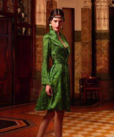 """Satén de seda en elegante estampado """"cachemir"""" en tonos rojizos y verdes jade de lujo, junto con bordados coordinados para una ropa interior de una belleza sensual y luminosa. www.mimodaintima.es www.facebook.com/pespunttesmodaintima www.pespunttesmodaintima.es"""
