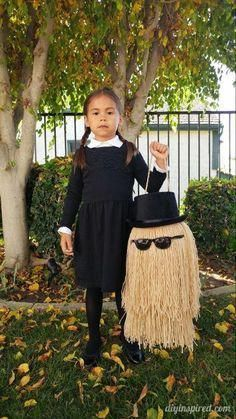 Cousin It DIY Trick or Treat Pail; The perfect Wednesday Addams Family accessory for a spooky Halloween costume! #makeup