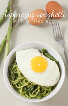 Asparagus spaghetti with a fried egg - simple, cheap, delicious!