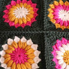 @ c o l o u r b l o g : sunburst flower cushion
