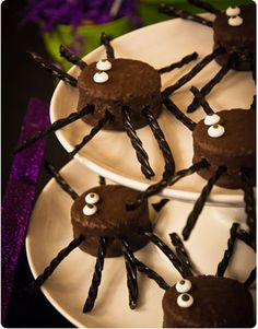 Halloween Spider Cakes-- Ding Dongs and Black Licorice