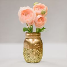 DIY – Glitter Mason Jar Centerpieces These would be perfect for the holidays!