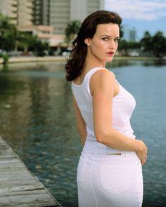 Carla Gugino booty in a white denim skirt