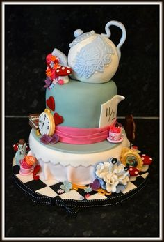 Alice In Wonderland & The Mad Hatters Hat!  Cake by cupandcake