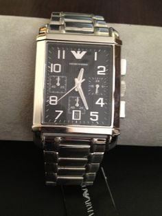 Relógio Armani ,caixa retangular ,com fundo preto.e pulseira de aço.  Preço R$ 900,00