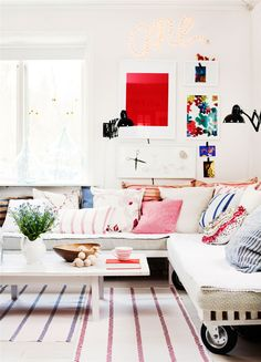 living room / white / wood / funky pillows