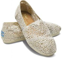 crochet cream colored toms... I really want these!!!