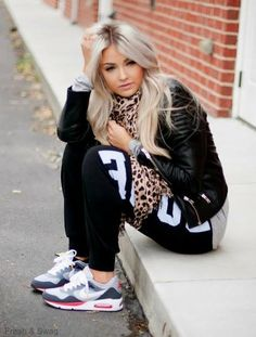 Love this outfit!!! Super chill, makes me want a pair of nike air max
