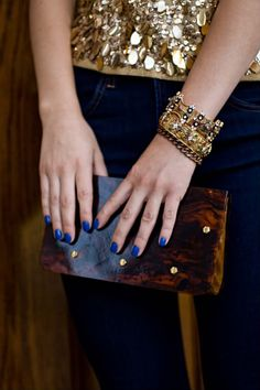 blue nails and wooden clutch contrast :)