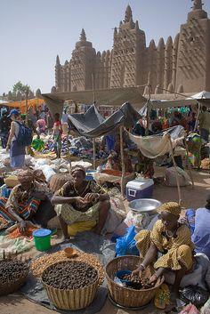 Market day in Djenne, Mali (by sara y tzunky).