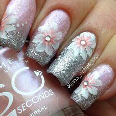 Cute flower mani #floralnails #flowermani #nails #nailart #nailpolish #cutenails #holidaynails #nailpolish #naillacquer #nailaddict #polishaddict #holidaylook - bellashoot.com #pink #silver #shimmer #glitter