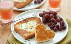 Heart-Shaped Egg-in-Hole // Perfect for Mother's Day Brunch! #recipe #mom #mothersday