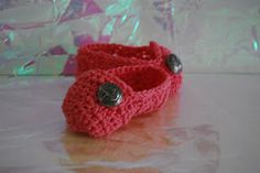 FREE #Crochet Pattern for delightfully cute baby booties  #lisaauch