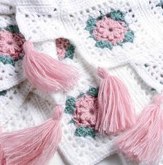 Free pattern: Blush Rose Afghan by Maggie Weldon