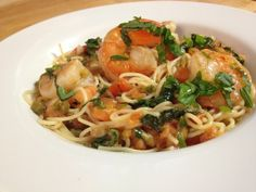 Angel hair pasta with shrimp, peppers & tomatoes