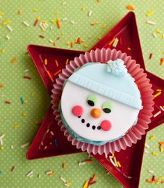 Video: How to make snowman cupcake toppers • CakeJournal.com