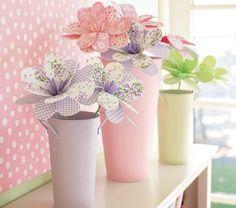 Flores de papel y pastel