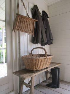 mudroom, cottag, bench, mud room, basket