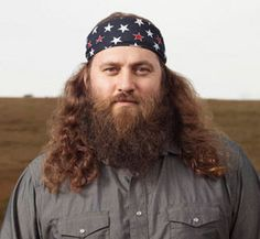 Once again I have stumbled upon a photo of my superduper crush Willie Robertson. I am sure this will pass quickly....he's a true redneck...but cute as a button.