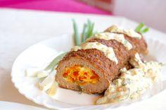 Mesna štruca je tradicionalno jelo koje je u ovom receptu osvježeno modernijim pristupom - punjenjem sezonskim paprikama i sljubljivanjem s umakom od gljiva.