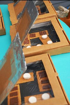 How to make a solar oven from a pizza box (video)