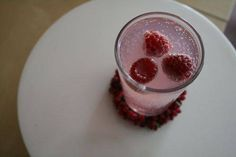 Jingle Bell Juice by kidsparties: Fruit Juice + Sparkling Water + Raspberries! #Kids #Beverage