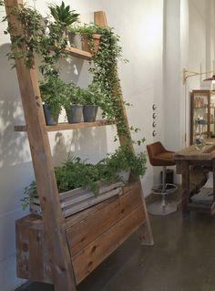 Estante reciclado para macetas plantas pinterest for Estantes para plantas exteriores