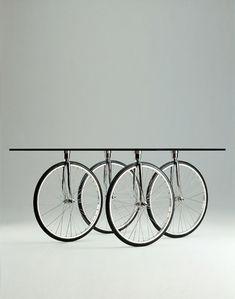 Bicycle wheel table