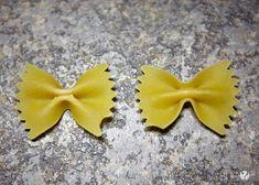 Pasta Butterfly  #howdoesshe #pastacrafts #springcrafts #diybutterfly #kidcrafts  howdoesshe.com