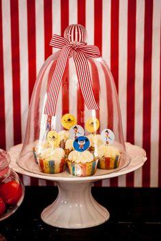 Circus party cupcakes display #SocialCircus