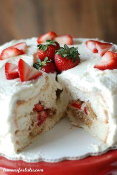 Strawberry  Tiramisu Angel Food Cake | lemonsforlulu.com
