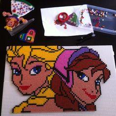 Elsa and Anna - Frozen hama perler project by tonjeailins - Pattern: http://www.pinterest.com/pin/374291419004382097/