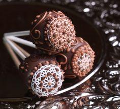 #Vintage #cakepops #EasyRoller #wedding #tea #party #chocolate #Desert #SugarVeil #icing #candy #clay #modelingchocolate #dots #lollicakes #elegant #simple