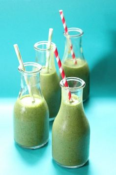 A delicious non-alcoholic recipe for a Spinach and strawberry #smoothie.