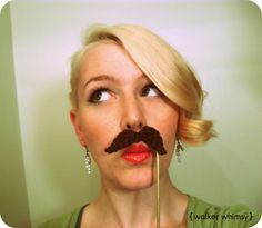 A fabulous quick crochet halloween costume. Mustache - Media - Crochet Me