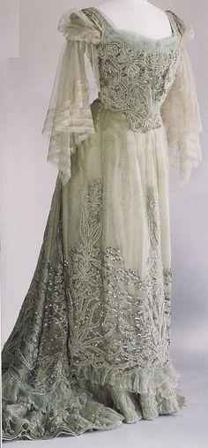 Worth dress, 1900