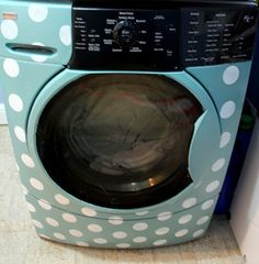 How to Paint a Washing Machine {tutorial} .........This tutorial on how to paint a washing machine can help you jazz up your laundry room! Take boring, or even miss-matched washers and dryers and turn them into works of art.  Almost enough to make you want to do your laundry. Almost. I think my husband might object.