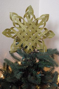 something to hang in the window or on the tree  http://twogirlsbeingcrafty.blogspot.com/2011/11/day-8-woven-star-tree-toppers-with.html