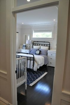 A nice guest room and nursery combo and the layout is very similar to what I have in mind.