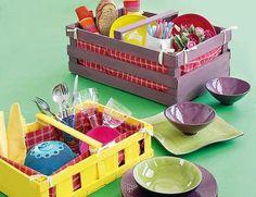 Unas simpáticas cestas de picnic con unas simples cajas de madera