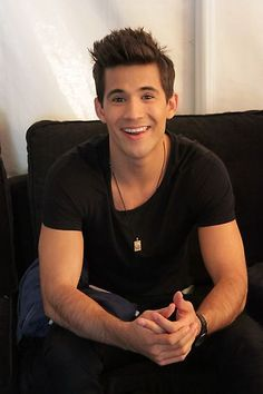 Dez Duron is all smiles backstage. #VoiceYourDreams